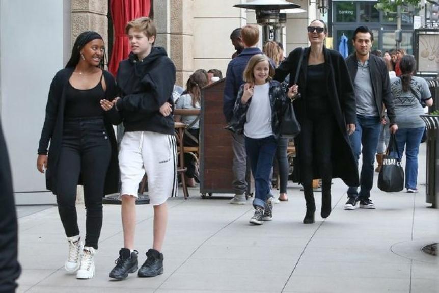 Jolie trans 7 Celebrities